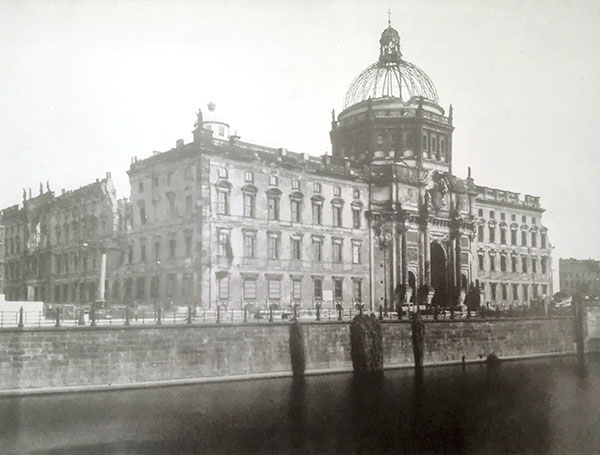 Image of the damaged Berlin City Palace in 1950.